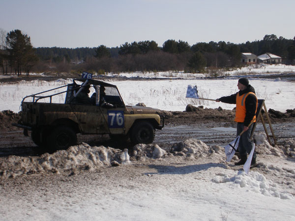 Финиширует наш экипаж - Александр Некрасов и Виктор Поторочин.