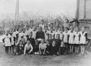 1 сентября 1958 или 1959 год - на фоне школы №3