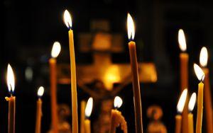 svechi-v-cerkvi