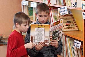 Коля Миронов из школы № 58 и его друг Андрей Пеомопуло интересуются военной тематикой.