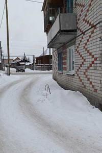 """Колодец жильцы утеплили снежной """"подушкой""""."""