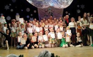 Педагогический коллектив и учащиеся хореографической школы.