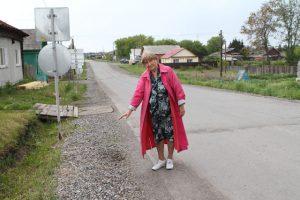 З.И. Бабинова показала, какие дорожные проблемы существуют в Насоново.