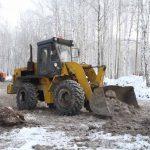 Строители лыжероллерной трассы работают в любые морозы. В настоящее время ведутся работы по планировке участка с заменой природного грунта на скальный с последующим уплотнением.
