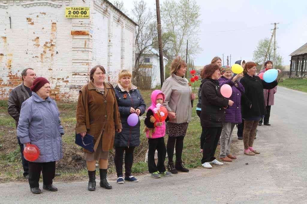 В Большом Пульниковом колонну встречали жители.