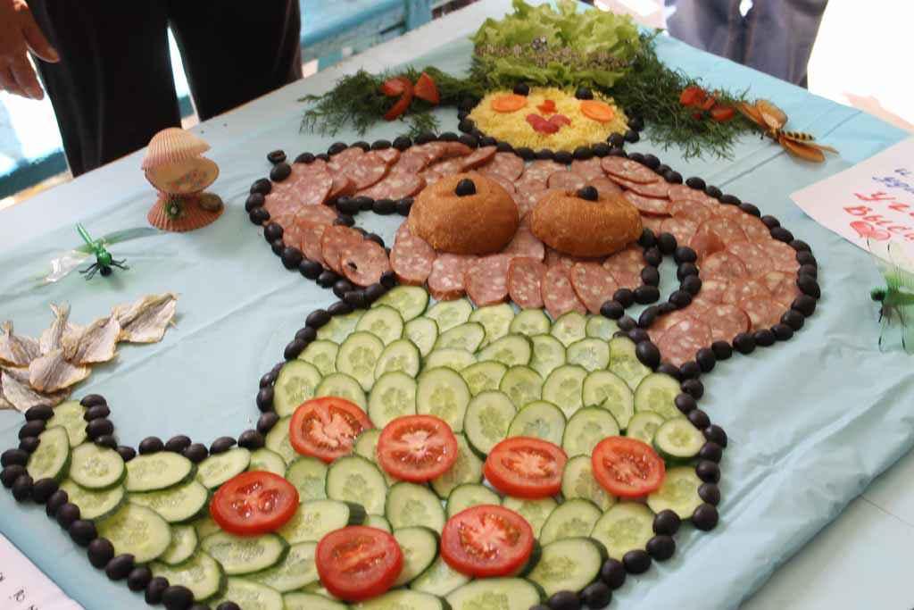 Турист должен всё уметь, в том числе и салат с выдумкой оформить. Вот какая «русалочка» получилась у обуховцев.