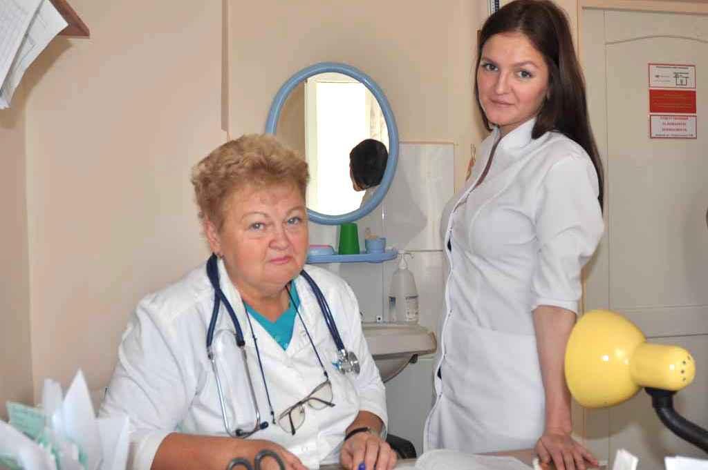Заведующий поликлиническим отделением Анненкова Н.Л и медицинская сестра Анохина П.Р.