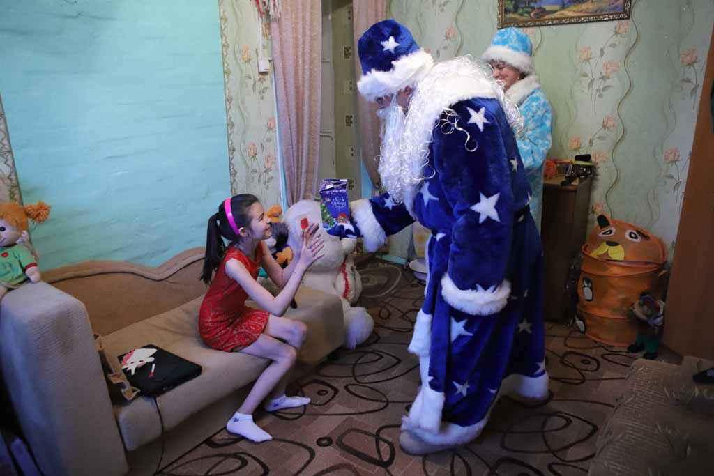 Дед Мороз и Снегурочка в гостях у нашей читательницы Галочки Соколовой.
