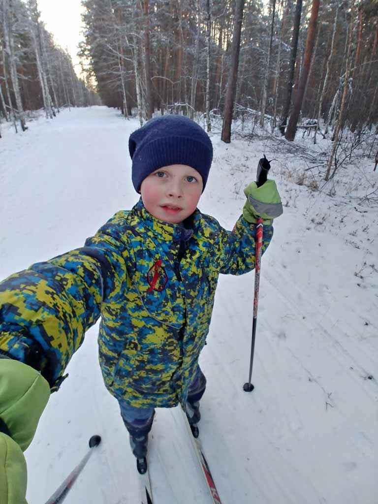 Автор снимка Денис Бабинов, 8 лет, учащийся 2 «В» класса Лицея № 5. Сделано фото в Камышловском лесу. Мороз и солнце! День чудесный! Ещё ты дремлешь, Друг прелестный? Пора, друзья, проснитесь, На лыжах пробегитесь! А как вы проводите своё воскресное утро?