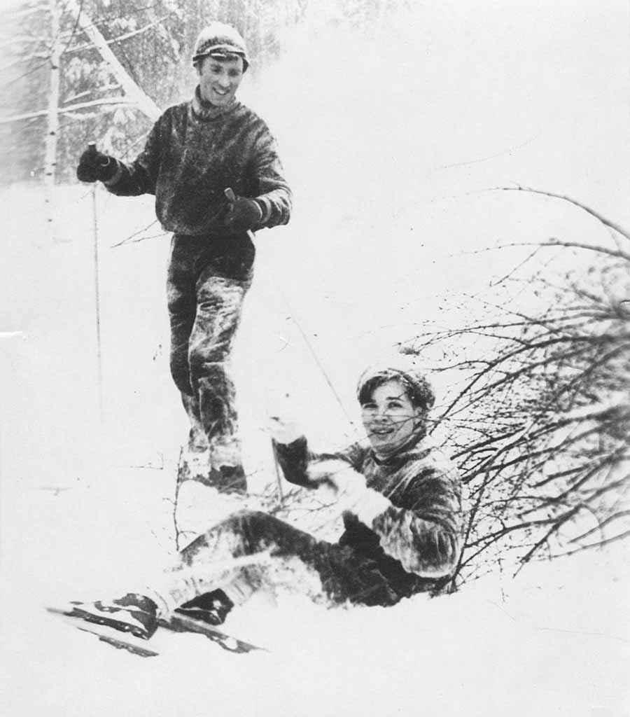 1968 год. Лыжный пробег секретаря горкома комсомола Алины Пшеничной (Семёновой) запомнился таким мягким сугробом.