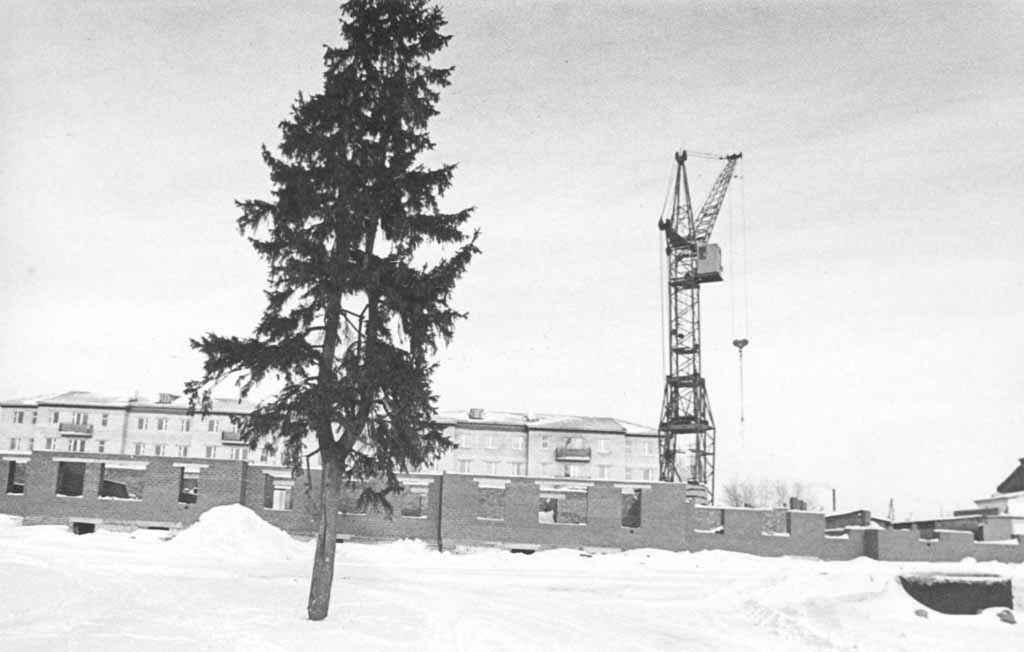 1990-е годы. Строится новый дом по ул. Пролетарской, 23.
