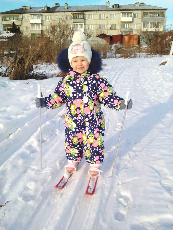 «Первый раз на лыжах» Февраль 2018 г. На фото Екатерина Томаткина, 2 года. Автор снимка – Ксения Томаткина