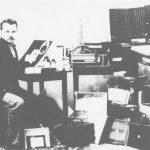 Камышловский фотограф Людвиг Иосифович Дрехслер в своей лаборатории. Фотография находилась на углу улиц Крайней и Ирбитской (сейчас Красных Орлов и Маяковского, в доме, в котором находилась контора ресторана). 1871-1935 гг.