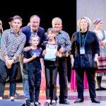 Хореографическая студия «Экартэ» (руководитель Е.И. Дегтярёва) стала лауреатом I и II степени национальной премии «Танцующий мост» в Москве. Момент награждения.