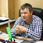 Денис Владимирович Сенцов работает на ЭТЗ с 2003 года. Начинал он с должности маляра сварочно-сборочного участка. Работал мастером в цехах № 1 и 2. С 1 января 2020 года он начальник крепёжного цеха № 3.