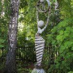 Самая символичная скульптура называется «Жизнь бесконечна».