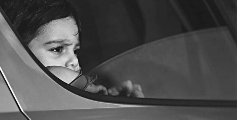 Не оставляйте детей в салоне автомобиля