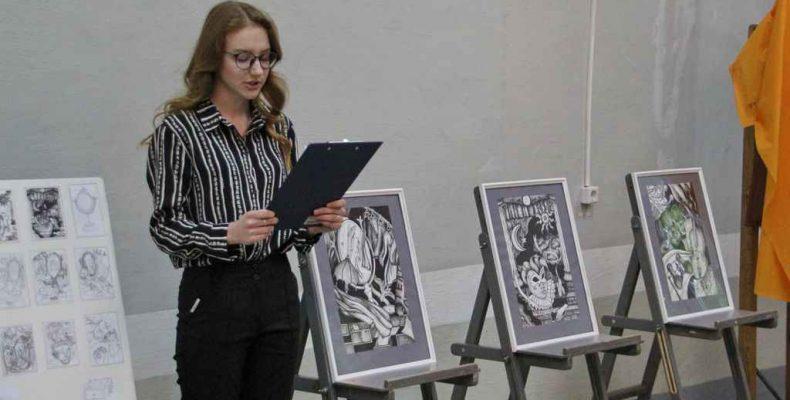 Приглашаем на выставку работ выпускников