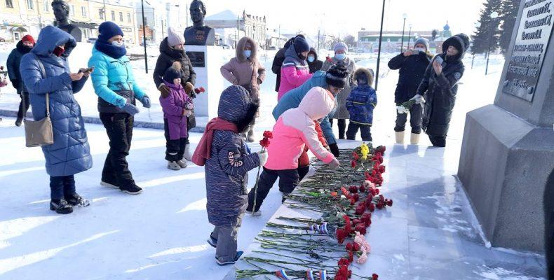Цветы – в память о защитниках Родины
