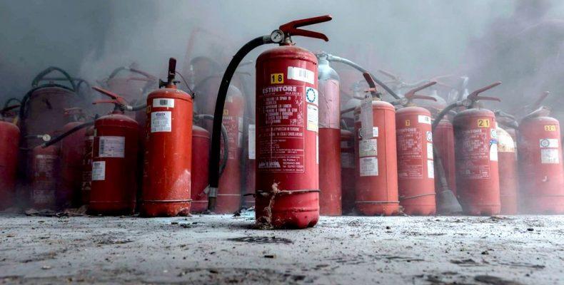 Позаботьтесь о бочках и огнетушителях