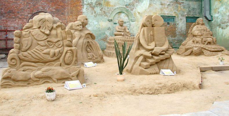 Мифы, фантазия – и песок