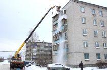 Долой снег с земли и крыши!
