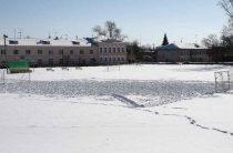 «Вспахали» снег на стадионе