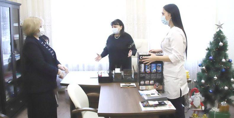 Людмила Бабушкина поздравила врачей и ветеранов